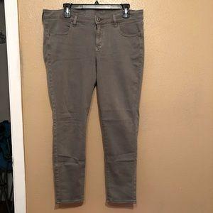 Light gray jegging jeans
